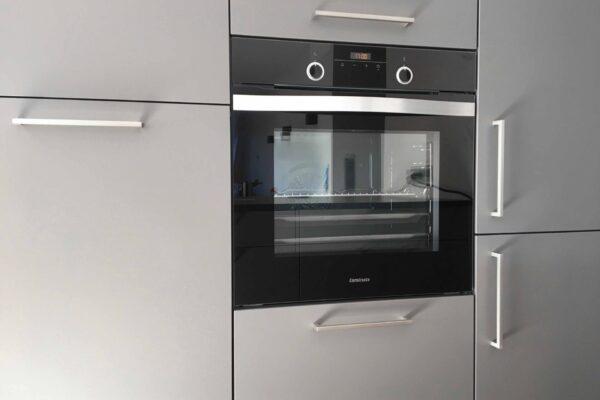 Geschirrspüler und Kühlschrank