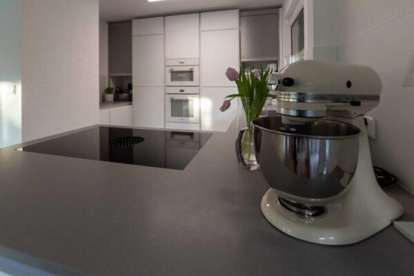 Weiße Küchengeräte