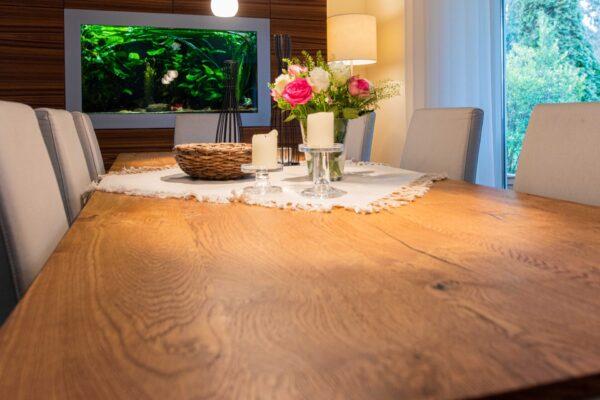 Esstisch mit Eiche-Platte