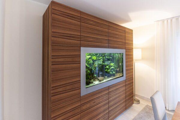 Schrankwand mit Aquarium
