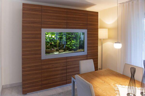 Wohnzimmerschrank mit Aquarium